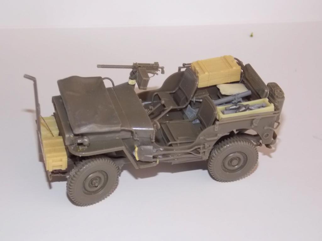 Jeep Nicole RMSM  (Bronco) décor Miniart  - 1/35 - Page 3 Dscn7604