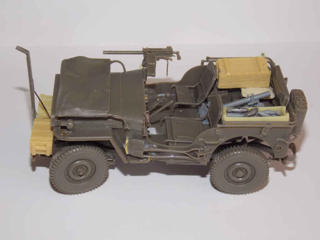 Jeep Nicole RMSM  (Bronco) décor Miniart  - 1/35 - Page 3 Dscn7605