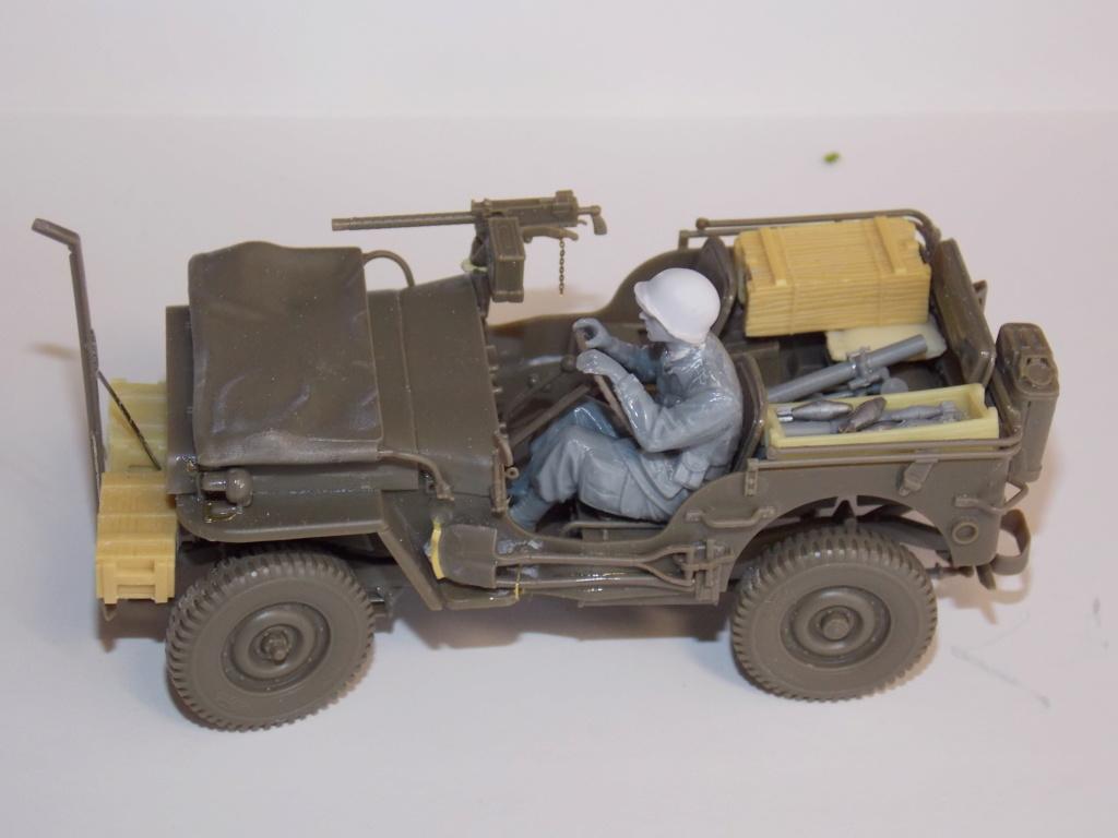Jeep Nicole RMSM  (Bronco) décor Miniart  - 1/35 - Page 3 Dscn7610