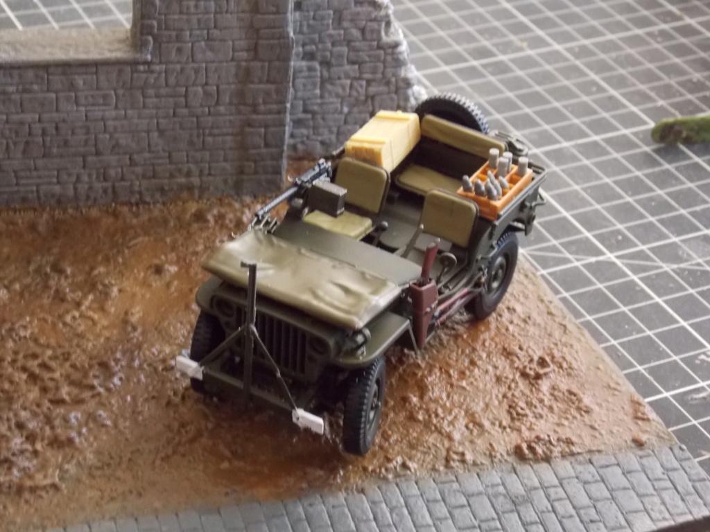 Jeep Nicole RMSM  (Bronco) décor Miniart  - 1/35  MONTAGE TERMINE - Page 4 Dscn7627