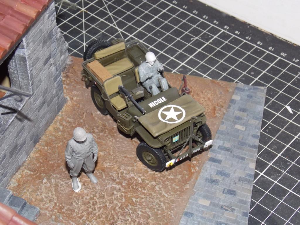 Jeep Nicole RMSM  (Bronco) décor Miniart  - 1/35  MONTAGE TERMINE - Page 4 Dscn7631