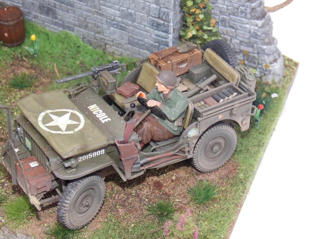 Jeep BRONCO et decor MINIART 1/35  TERMINE Dscn7854