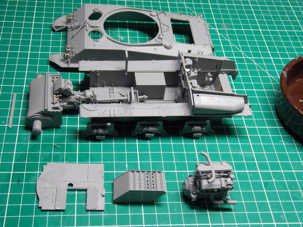 Sherman M4A3 76W HVSS with full interior RFM 1/35 - Page 3 Dscn8477