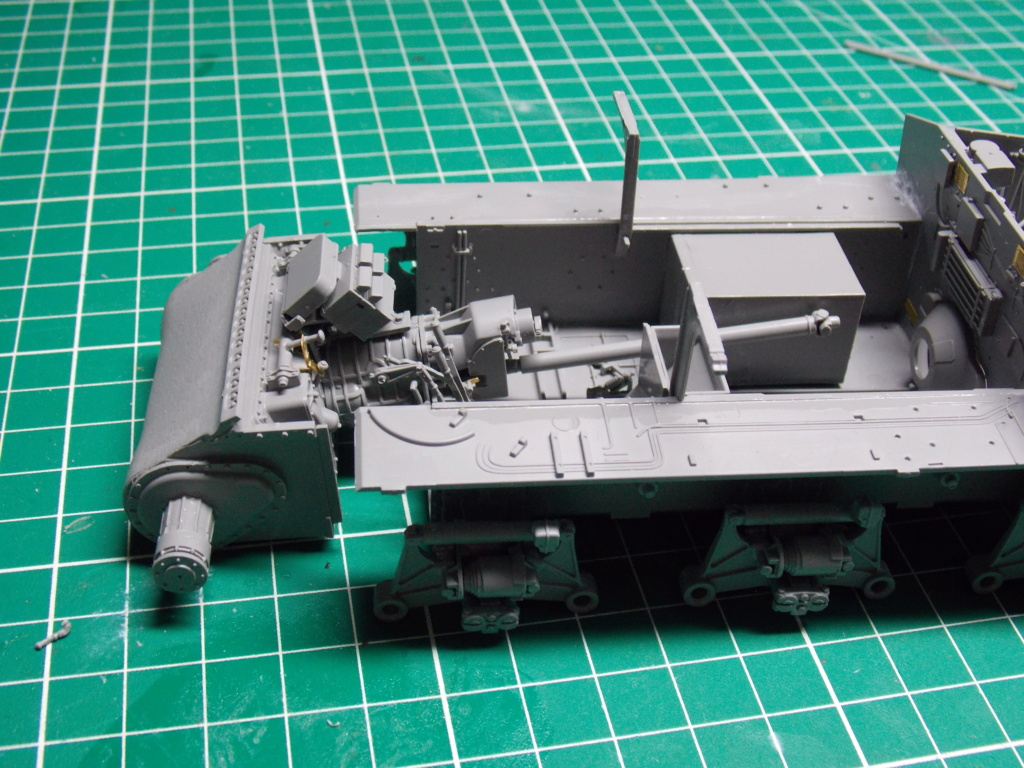 Sherman M4A3 76W HVSS with full interior RFM 1/35 - Page 3 Dscn8480