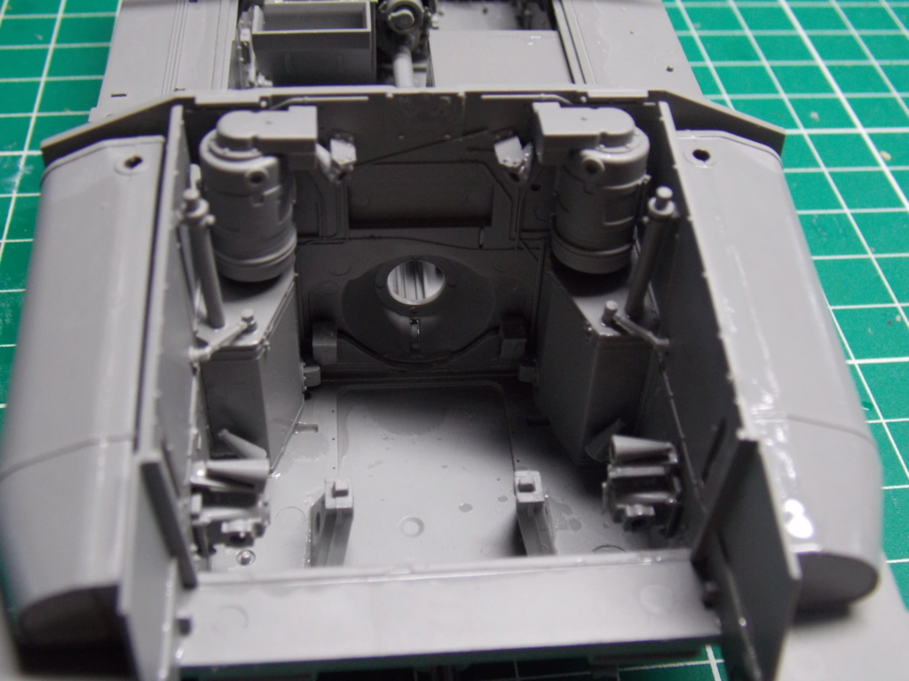 Sherman M4A3 76W HVSS with full interior RFM 1/35 - Page 3 Dscn8483