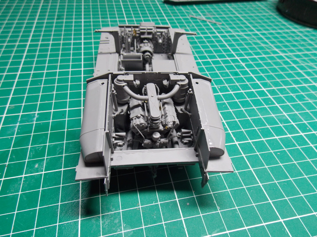Sherman M4A3 76W HVSS with full interior RFM 1/35 - Page 3 Dscn8484