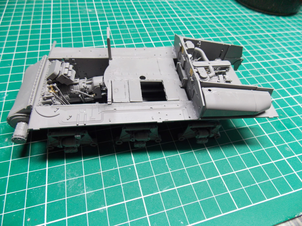 Sherman M4A3 76W HVSS with full interior RFM 1/35 - Page 3 Dscn8486