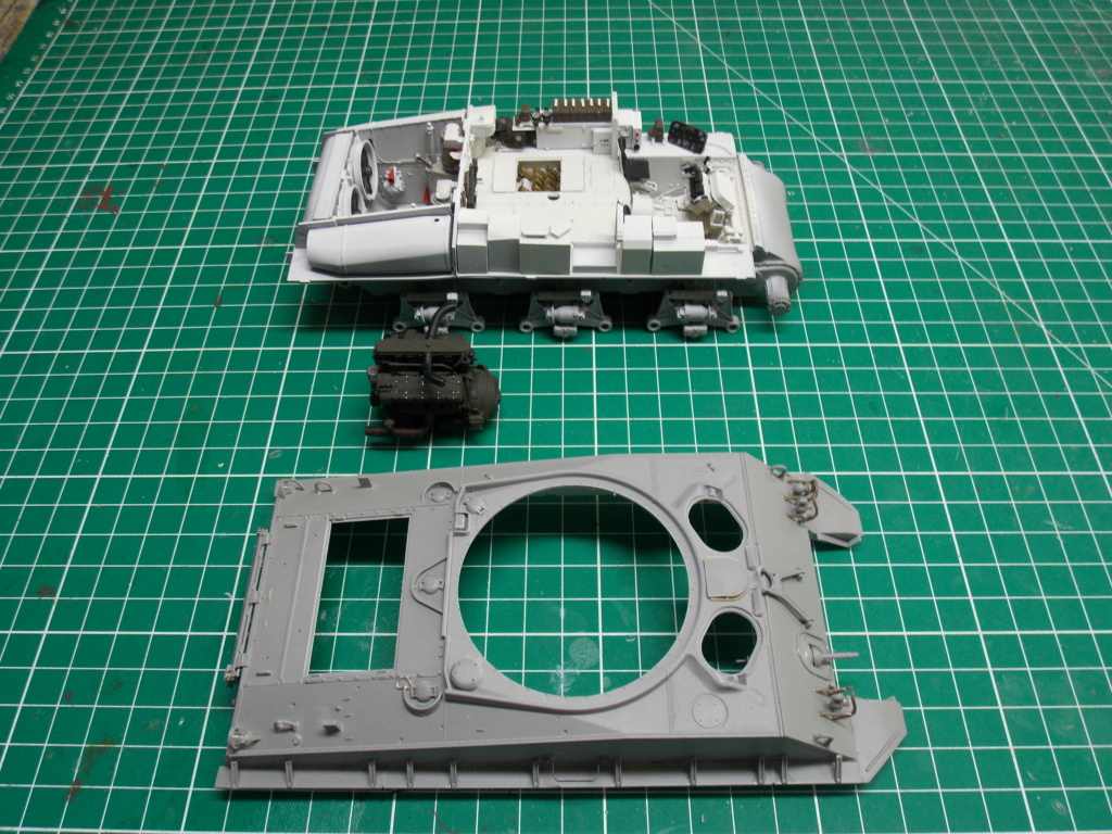 Sherman M4A3 76W HVSS with full interior RFM 1/35 - Page 3 Dscn8503