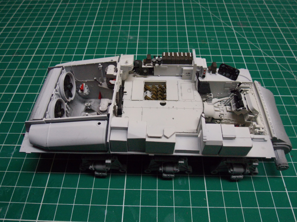 Sherman M4A3 76W HVSS with full interior RFM 1/35 - Page 3 Dscn8504
