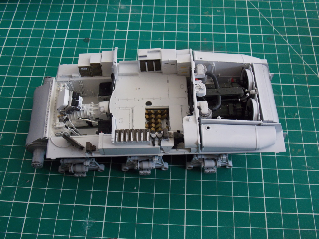 Sherman M4A3 76W HVSS with full interior RFM 1/35 - Page 3 Dscn8510