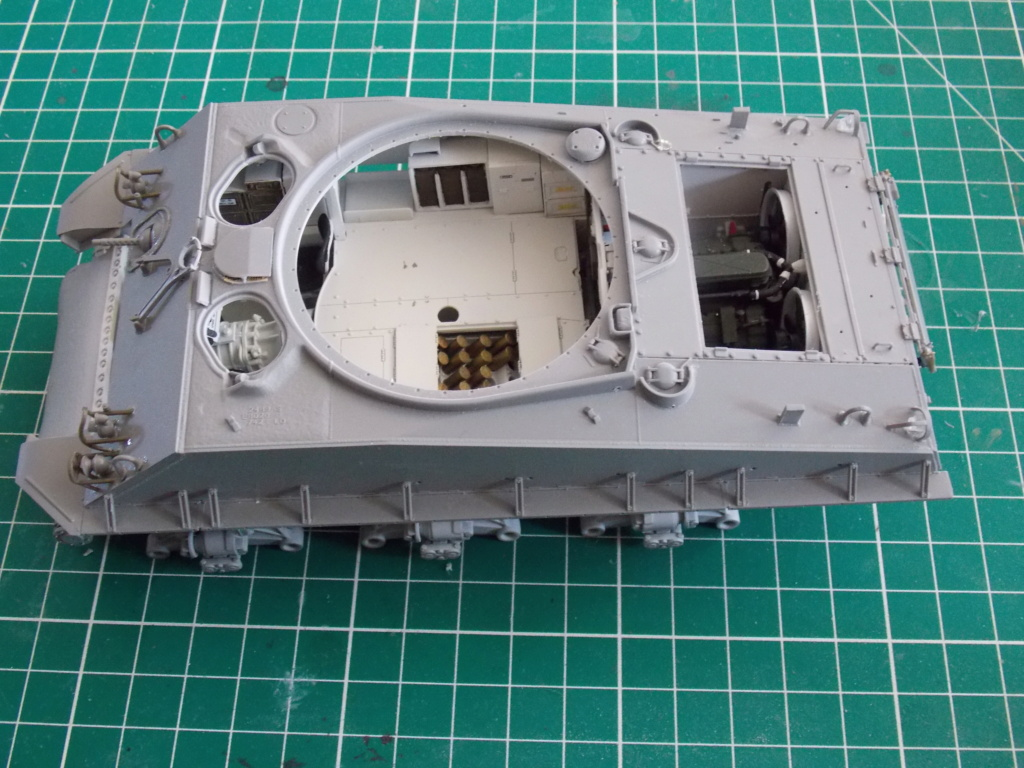 Sherman M4A3 76W HVSS with full interior RFM 1/35 - Page 3 Dscn8511