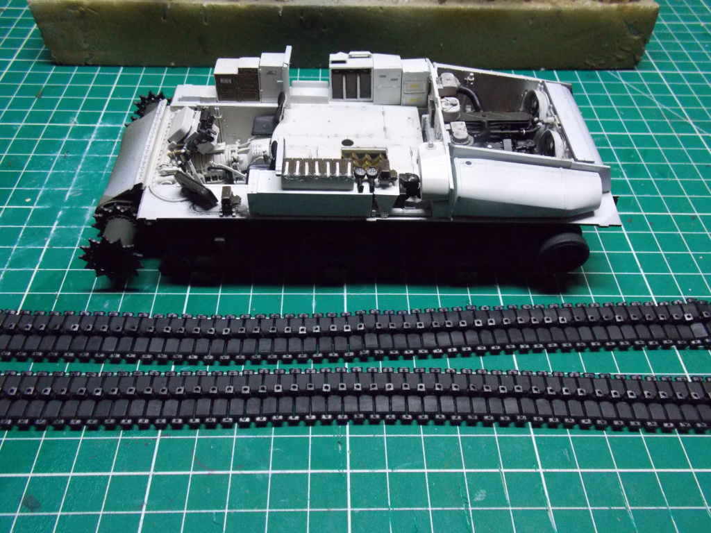 Sherman M4A3 76W HVSS with full interior RFM 1/35 - Page 6 Dscn8583