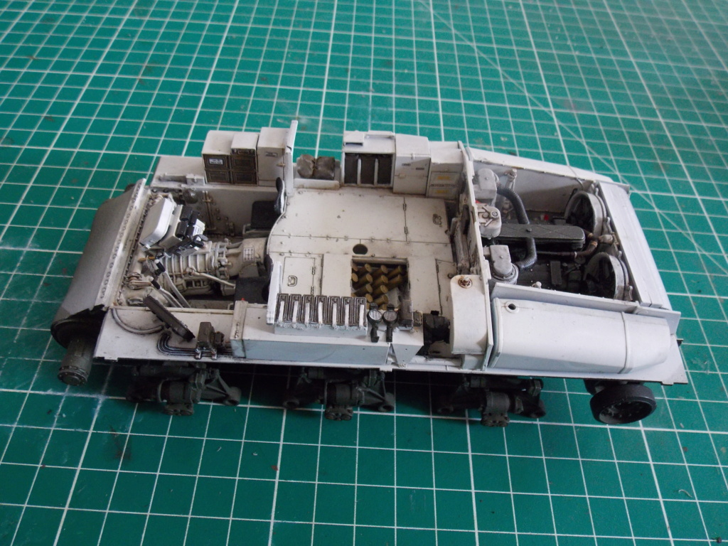 Sherman M4A3 76W HVSS with full interior RFM 1/35 - Page 7 Dscn8590
