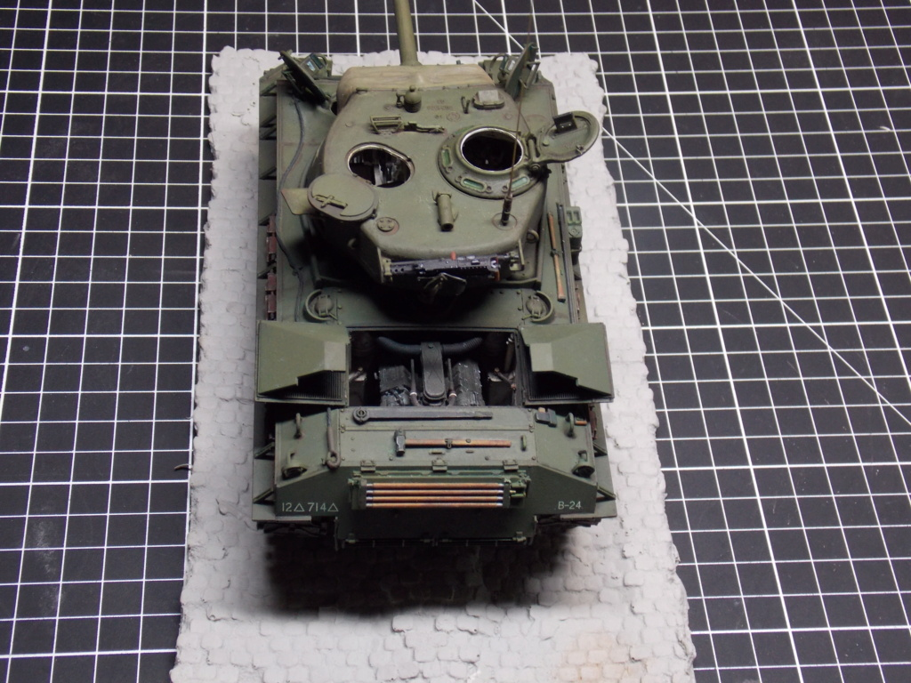 Sherman M4A3 76W HVSS with full interior RFM 1/35 - Page 10 Dscn8691