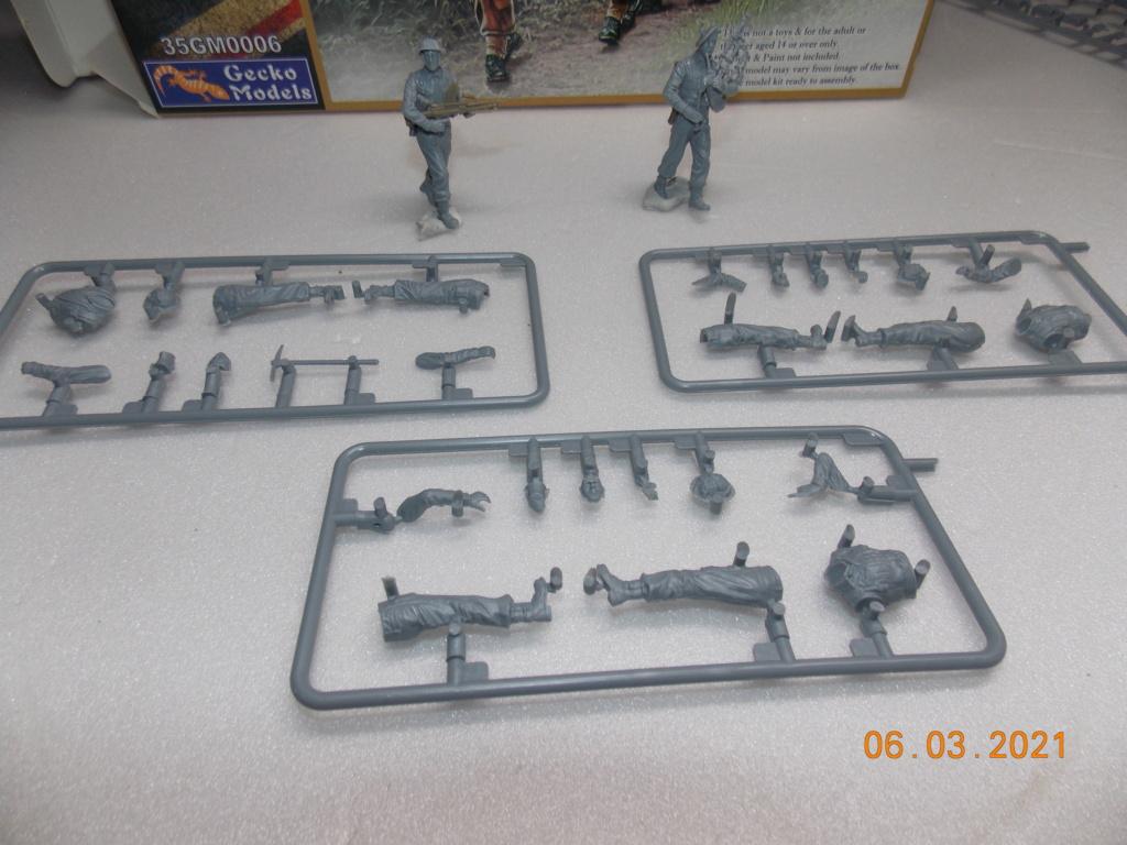 """""""Par ici Messieurs """"   Centaur /Triumph/Humber MK I /pont Bailey  1/35 - Page 2 Dscn9041"""