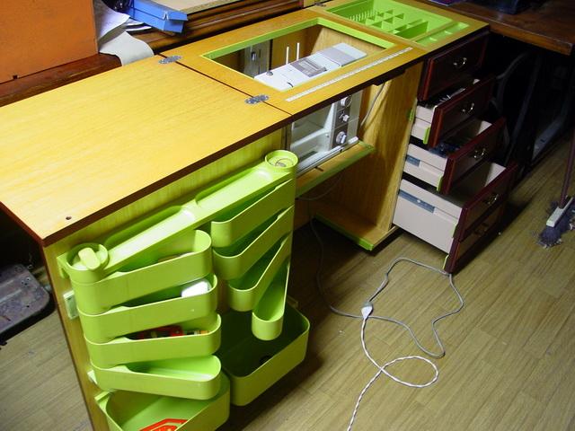 Un meuble  fonctionnel  avec plateau électrique Meuble10