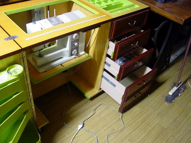 Un meuble  fonctionnel  avec plateau électrique Meuble12