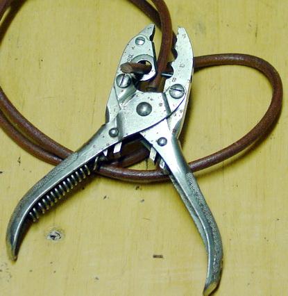 Pince à couper et percer les courroies Pince-10
