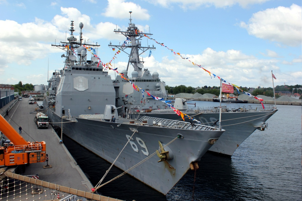 [Uchronie] USS Lake Michigan (base Iowa Trumpeter 1/200°) par hibikitokay - Page 8 Grand_10