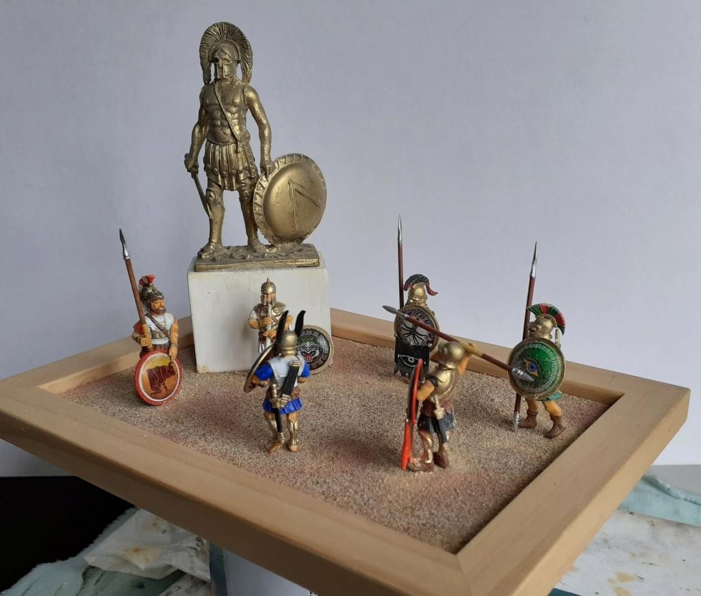 Gloire à LEONIDAS (figurines Victrix 40mm et EK Casting 70mm) 20200811