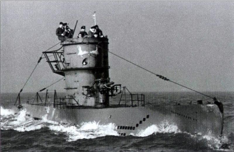 Diorama du U-588 en cale sèche au 1/72 22866513