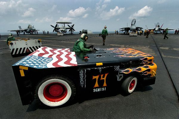 Supercarrier USS Kitty Hawk CV-63 (Trumpeter 1/350°) - Page 6 3ba9cd10