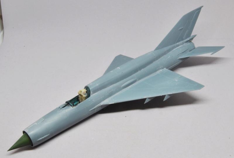 Mikoyan-Gourevitch MiG-21 MT/SMT - Eduard -1/48 (Concours Fighter) Dsc_1467