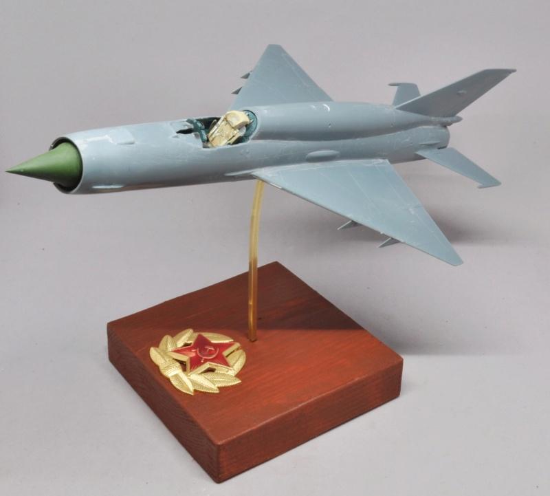 Mikoyan-Gourevitch MiG-21 MT/SMT - Eduard -1/48 (Concours Fighter) Dsc_1469