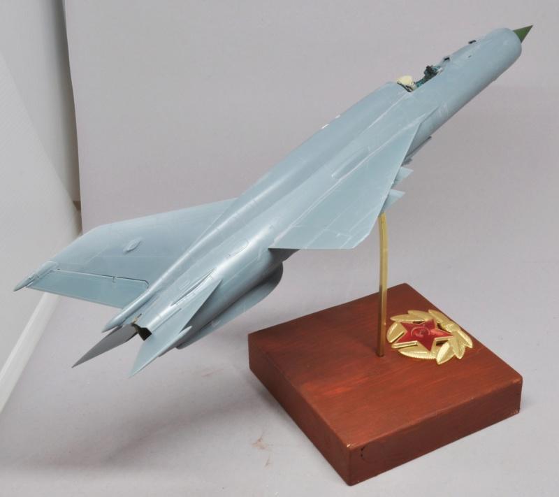 Mikoyan-Gourevitch MiG-21 MT/SMT - Eduard -1/48 (Concours Fighter) Dsc_1470