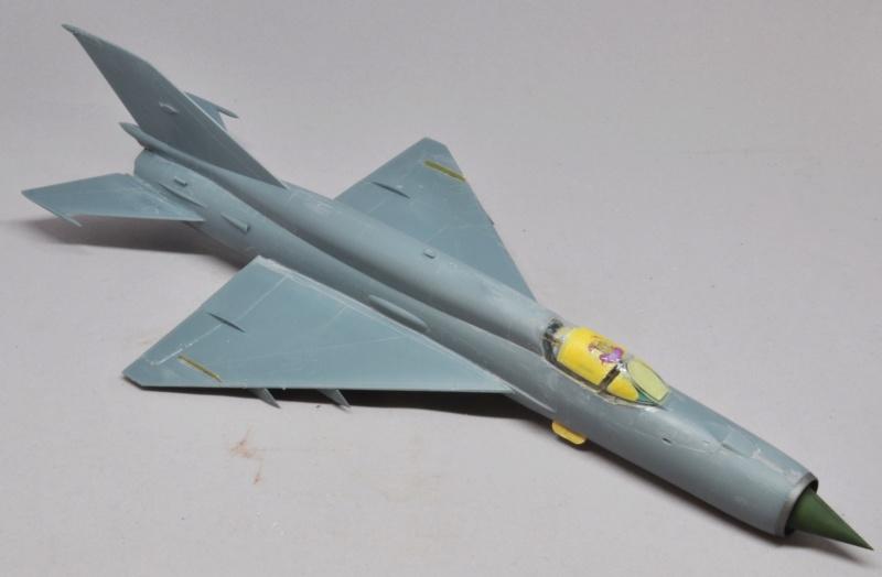 Mikoyan-Gourevitch MiG-21 MT/SMT - Eduard -1/48 (Concours Fighter) Dsc_1471