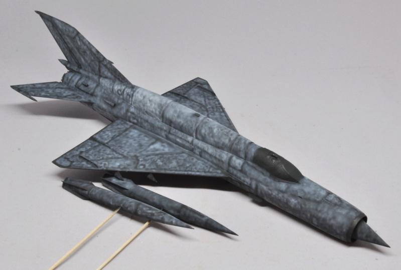 Mikoyan-Gourevitch MiG-21 MT/SMT - Eduard -1/48 (Concours Fighter) Dsc_1473