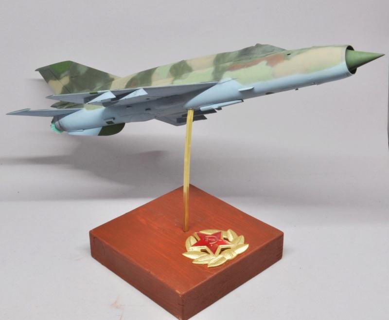 Mikoyan-Gourevitch MiG-21 MT/SMT - Eduard -1/48 (Concours Fighter) Dsc_1481