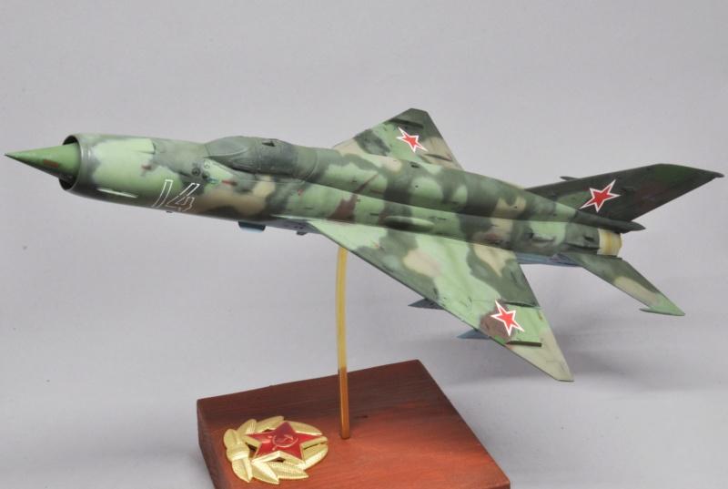 Mikoyan-Gourevitch MiG-21 MT/SMT - Eduard -1/48 (Concours Fighter) Dsc_1485