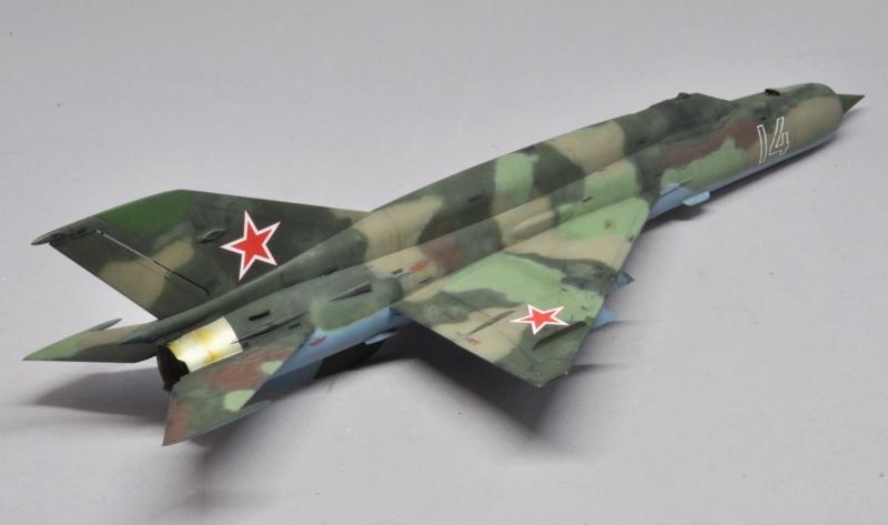 Mikoyan-Gourevitch MiG-21 MT/SMT - Eduard -1/48 (Concours Fighter) Dsc_1487