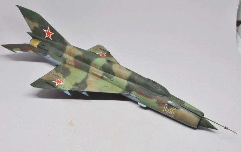 Mikoyan-Gourevitch MiG-21 MT/SMT - Eduard -1/48 (Concours Fighter) Dsc_1488