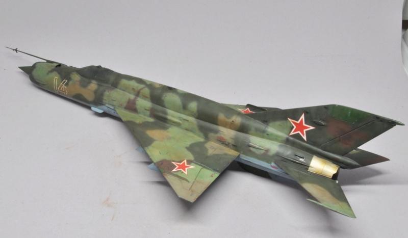 Mikoyan-Gourevitch MiG-21 MT/SMT - Eduard -1/48 (Concours Fighter) Dsc_1489