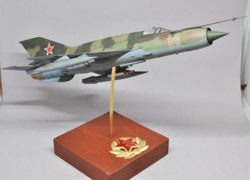 Mikoyan-Gourevitch MiG-21 MT/SMT - Eduard -1/48 (Concours Fighter) Dsc_1493