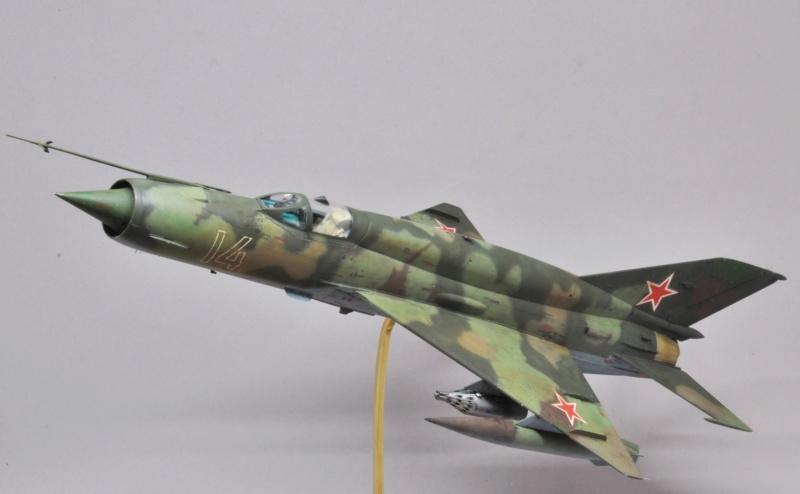 Mikoyan-Gourevitch MiG-21 MT/SMT - Eduard -1/48  Dsc_1500