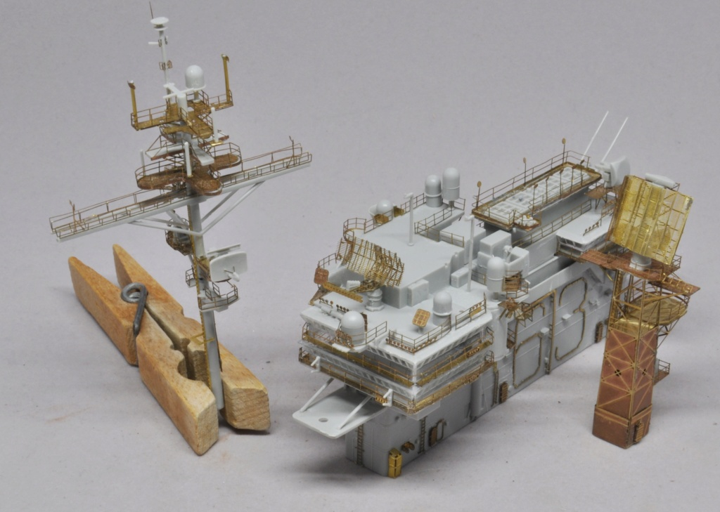 Supercarrier USS Kitty Hawk (CV-63) - Trumpeter - 1/350 - Page 2 Dsc_1525