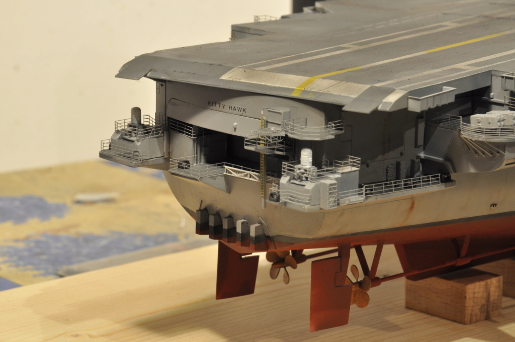 Supercarrier USS Kitty Hawk (CV-63) - Trumpeter - 1/350 - Page 4 Dsc_1882