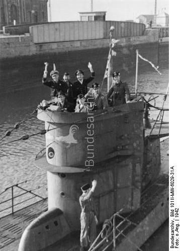 Diorama du U-588 en cale sèche au 1/72 Fe076513
