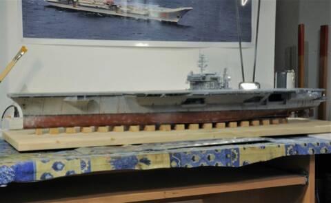 Supercarrier USS Kitty Hawk CV-63 (Trumpeter 1/350°) - Page 6 Dsc_2050