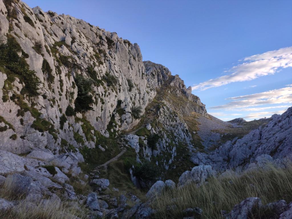 Topic:Deportes de Montaña..Escalada, Senderismo,Barranquismo....... - Página 11 Img_2030