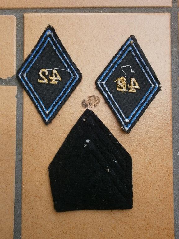 Insigne chiffre 42 drap bleu  Insign84