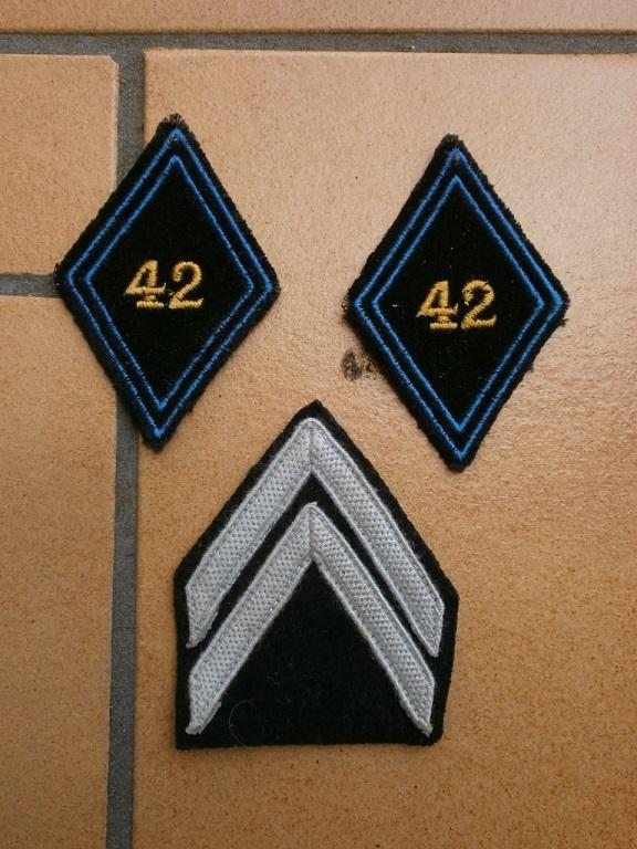 Insigne chiffre 42 drap bleu  Insign85