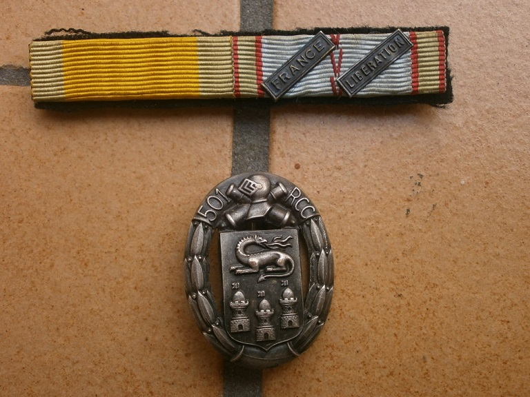insigne  501 RCC et barrette WW2 Lot_0413