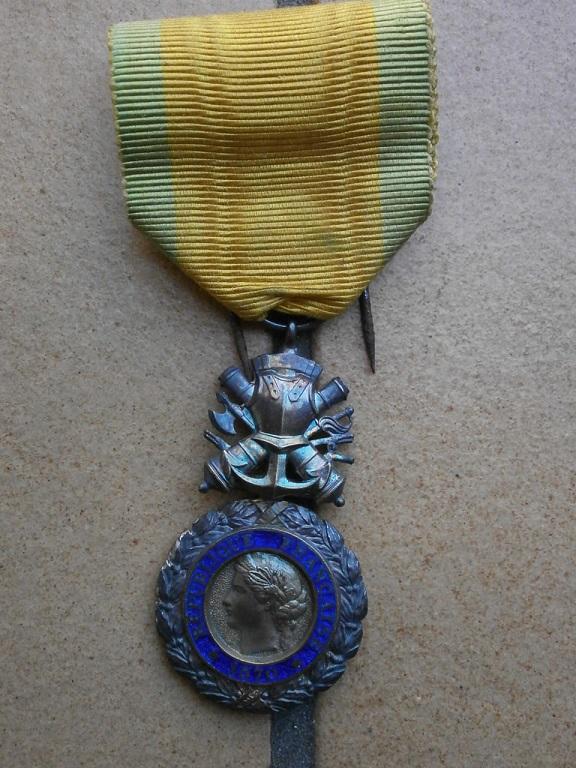 Rentrée medaille militaire et dague Medail40