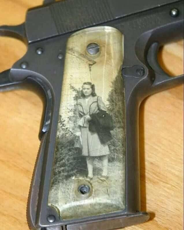 Sweetheart grip  mode WW2 Plaque25