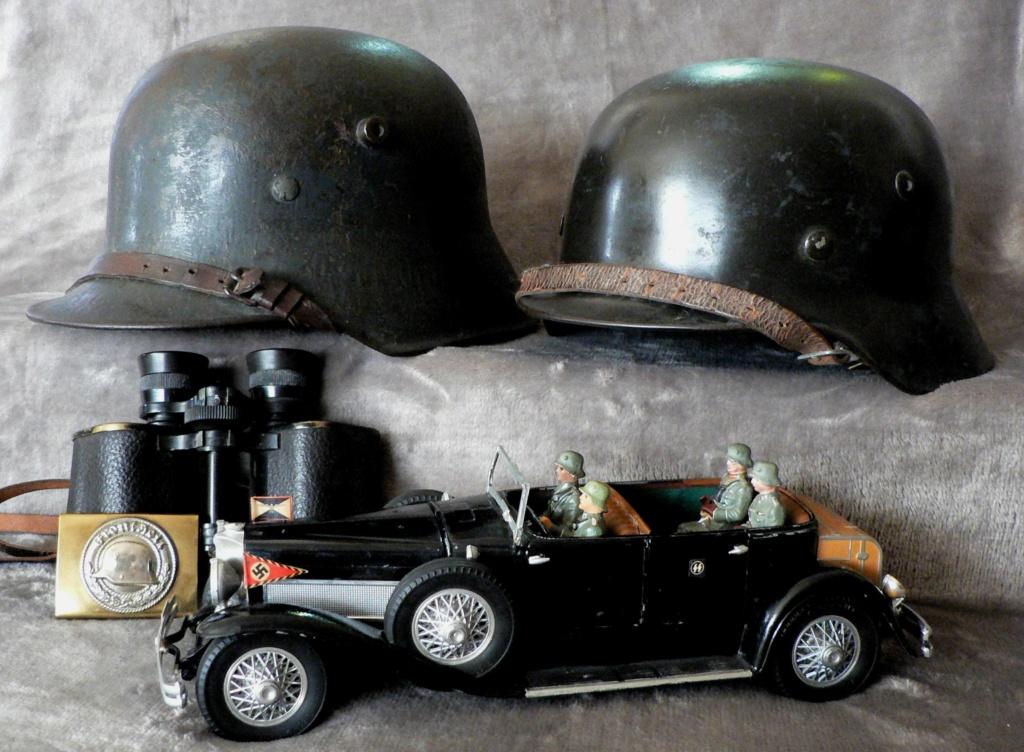 Casques allemands 1916-1935 et général en Mercedes P1240111