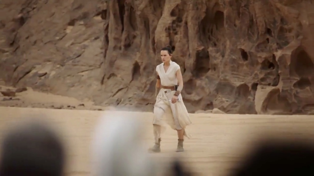 The Rise of Skywalker Trailers and Teasers - Page 17 4d83bf10
